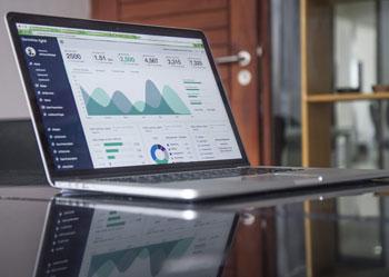 Laptop z Google Analytics