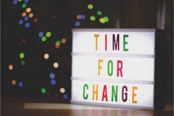 "Tabliczka z napisem ""Time for change"""