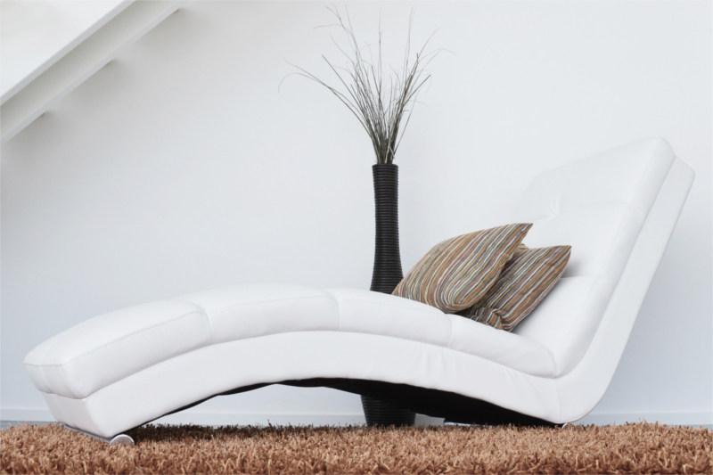 Gabinet terapeutyczny wyposażenie - Wygodny fotel skórzany w gabinecie psychoterapeutycznym