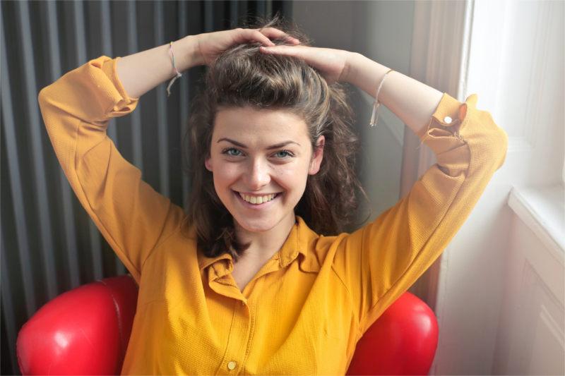 Kobieta psychoterapeuta - przyjazna i uśmiechnięta